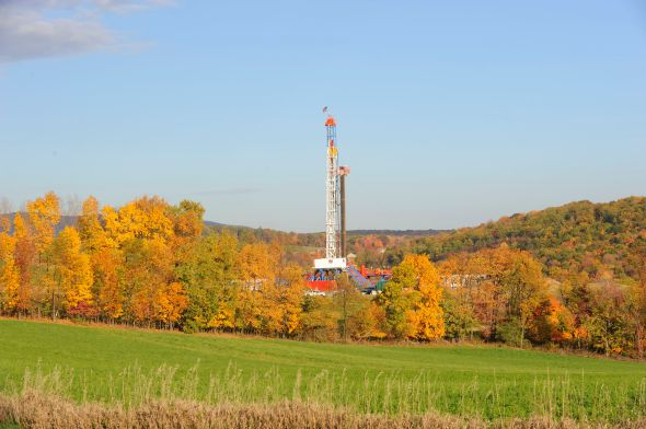 A horizontal drilling rig goes up in western Pennsylvania. Photo courtesy of Wikimedia Commons.