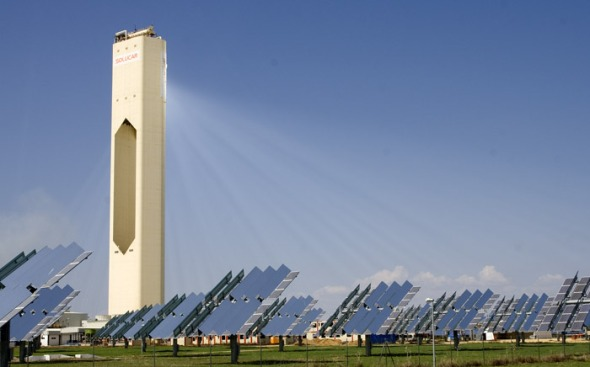 Solucar PS10 is the first solar thermal power plant based on tower in the world that generate electricity in a commercial way. Photo provided by Solucar PS10, courtesy of WikimediaCommons.